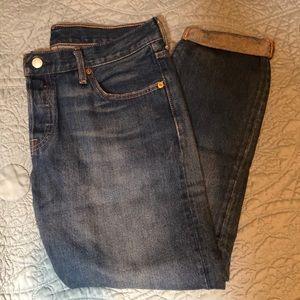 Levi mom/ boyfriend jeans